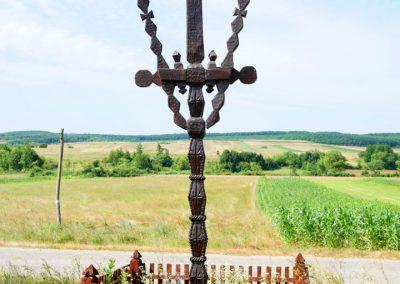 Troiță de lemn Monument Memorial și Religios pentru Gheorghe Șimonca – Asuaju de Sus
