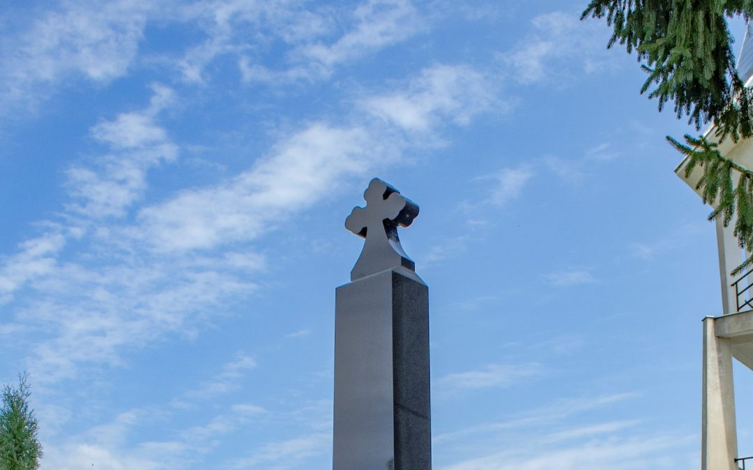 Monument în memoria Eroilor căzuţi în Primul şi al Doilea Război Mondial, Chechiș, comuna Dumbrăvița