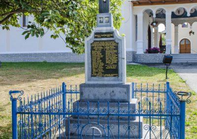 Dumbrăvița – Monument în memoria Eroilor căzuţi în Primul şi al Doilea Război Mondial