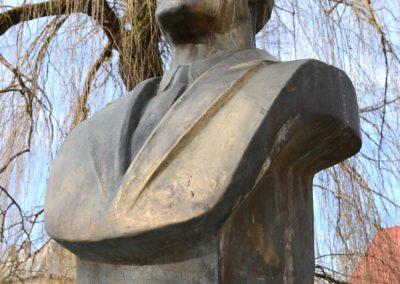 Giulești – Statuia Dr. Ilie Lazăr