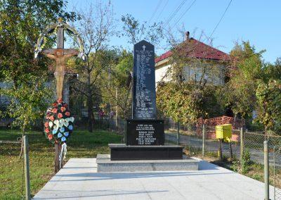 Lăschia – Monumentul Eroilor