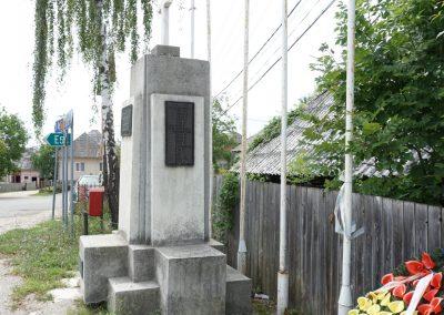 Mesteacăn – Monumentul Eroilor din Primul și al Doilea Război Mondial