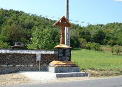 Oncești – Troița Monument pentru Eroii căzuți în Primul și al Doilea Război Mondial