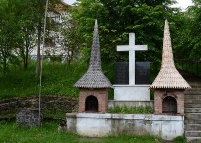 Poienile Izei – Crucea Monument pentru Eroii din Primul și al Doilea Război Mondial