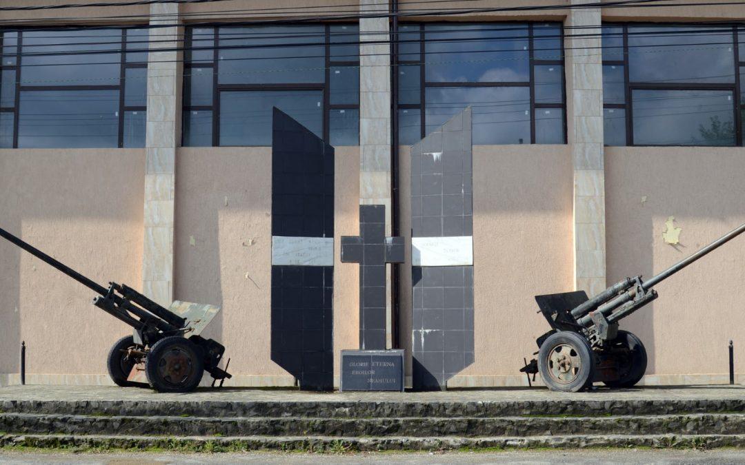 Rozavlea – Monumentul Eroilor din Primul și al Doilea Război Mondial