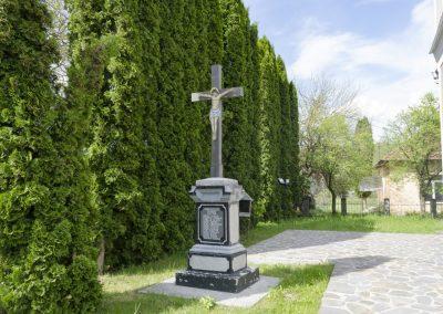 Rușor – Cruce Monument pentru Eroii celor Două Războaie Mondiale