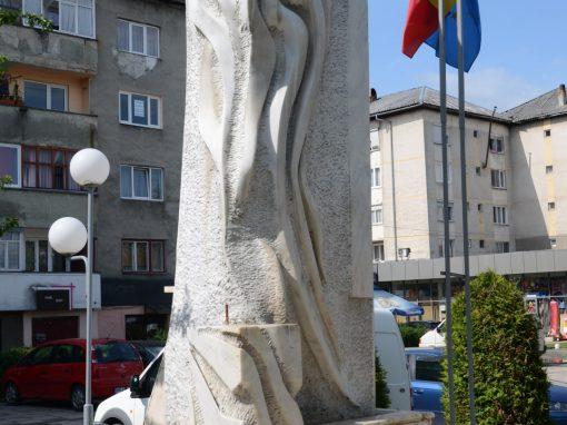 """Vișeu de Sus – Monumentul """"Flacăra"""" închinat Eroilor căzuți pentru Neam și Țară"""